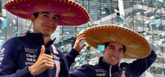 Checo Pérez se luce en el evento De la pista a las canchas